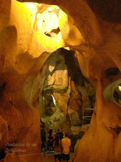 Visitantes a la Cueva del Tesoro