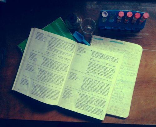 Instrumental y cuaderno de laboratorio.